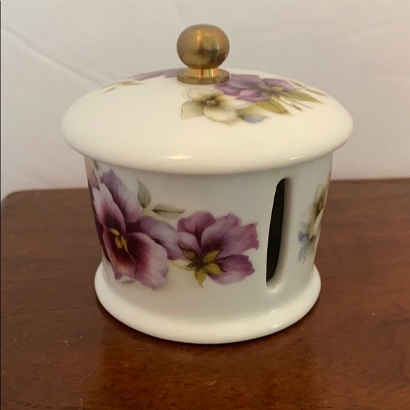 House of Prill Other - House of Prill pansy flower stamp dispenser